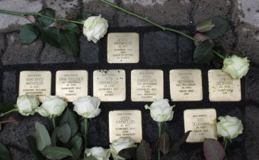 Neun Stolpersteine in Hausberge verlegt